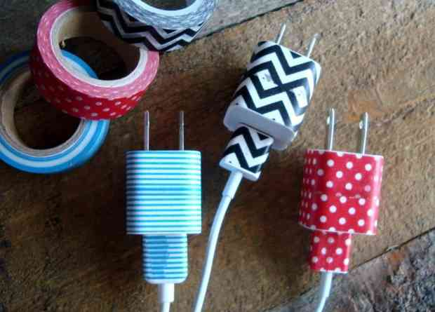 Know which cords belong to which adapters by covering them both with matching washi tape. Hate to have to open a drawer and sort through a tangled mass of cords to find that specific one you need? Here are 5 ways to keep cords organized!