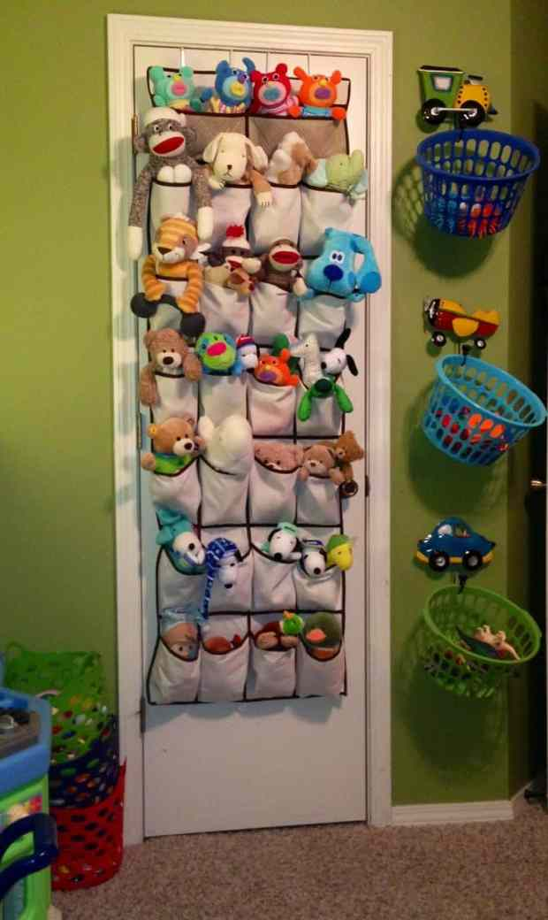25 ingenious ways to use shoe bags (but not for shoes)! Store stuffed animals neatly.