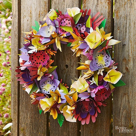 Outdoor decorating - DIY wreath made from plastic flower pots!