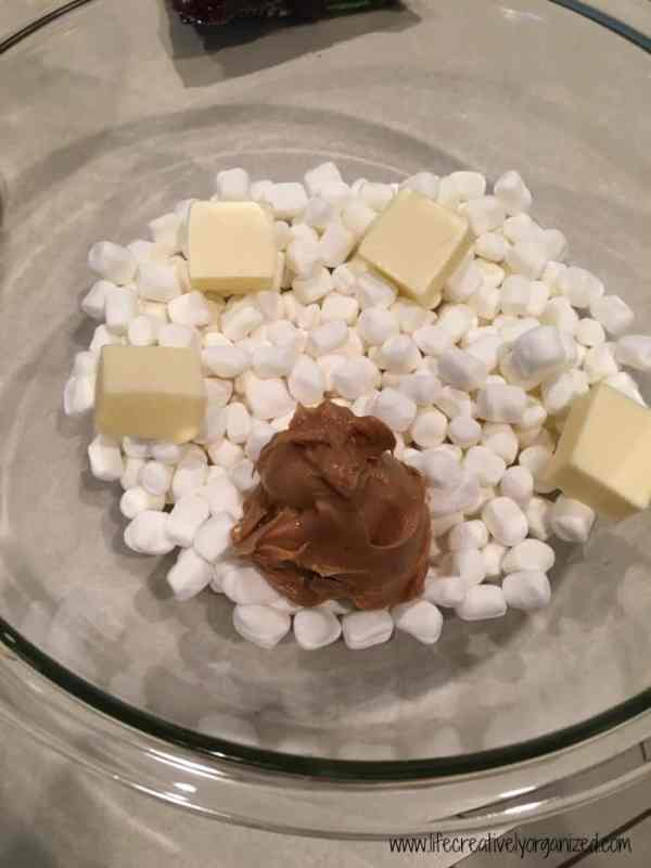 Marshmallow mixture for clingons - an easy dessert made with cereal.