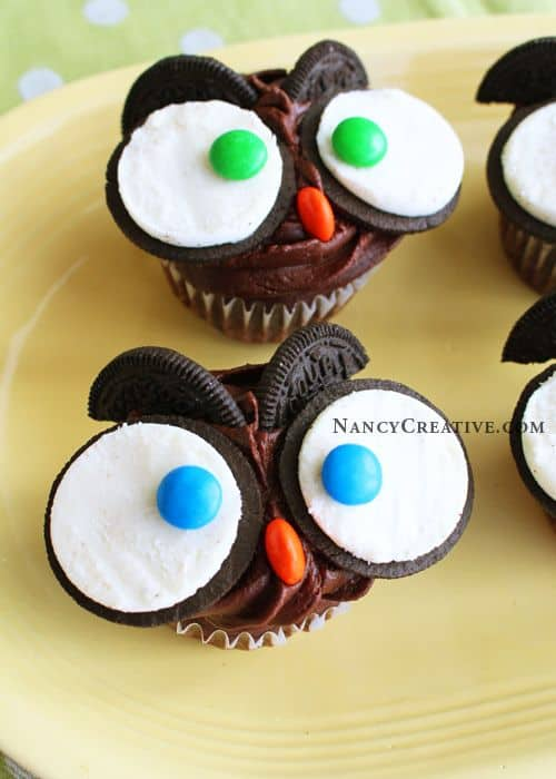 10 fun school snacks kids will gobble up! Chocolate cupcakes decorated with Oreos and M&Ms. Easy and cute for Halloween, too!