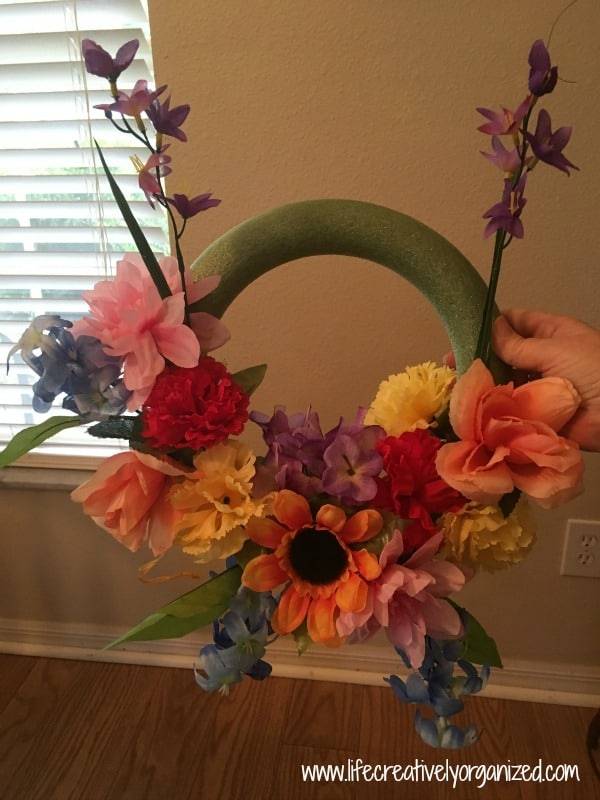 How to make a wreath for $5. Flowers on wreath