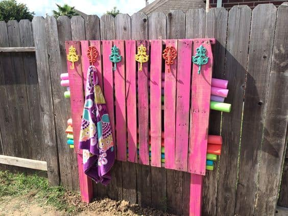 Awesome pool storage ideas - pallet noodle and towel holder