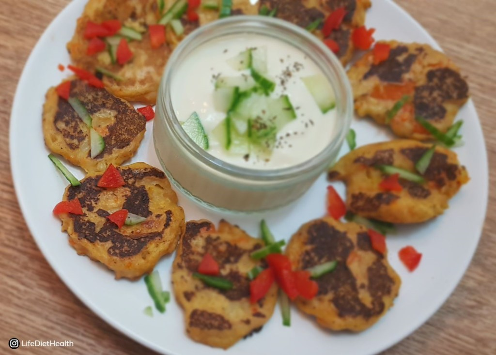Vegetable fritters with salad garnish and dip