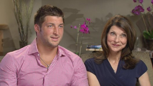 abc_tim_tebow_and_mom_thg_120509_wmain