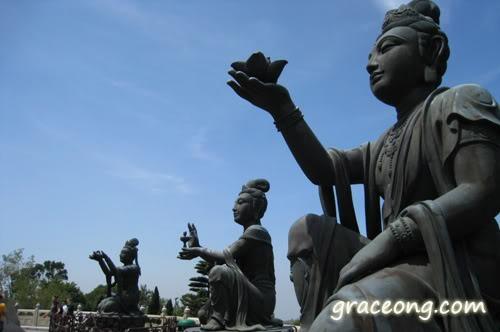 Ngong Ping statue