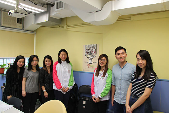 煥發著青春氣息的即時通團隊。(左三至五)利民會助理總幹事李綺雯(Moroco)、羅慧妍(Claudia)、張錦珊(Kim)與部分義工。