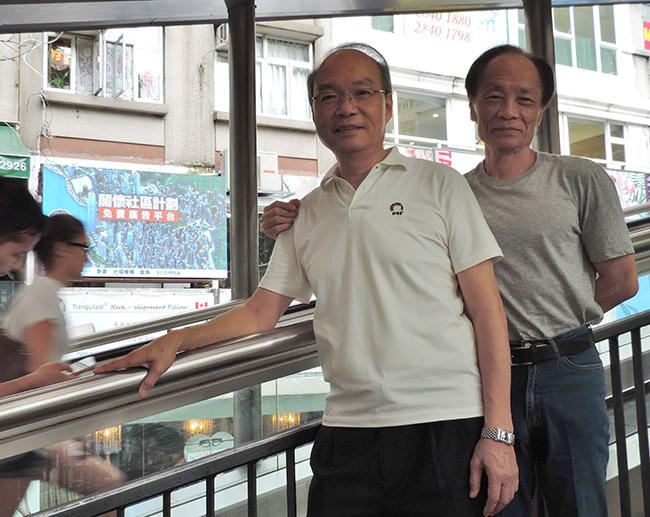義工好拍檔:鄧渭然(左)與陳炳麟
