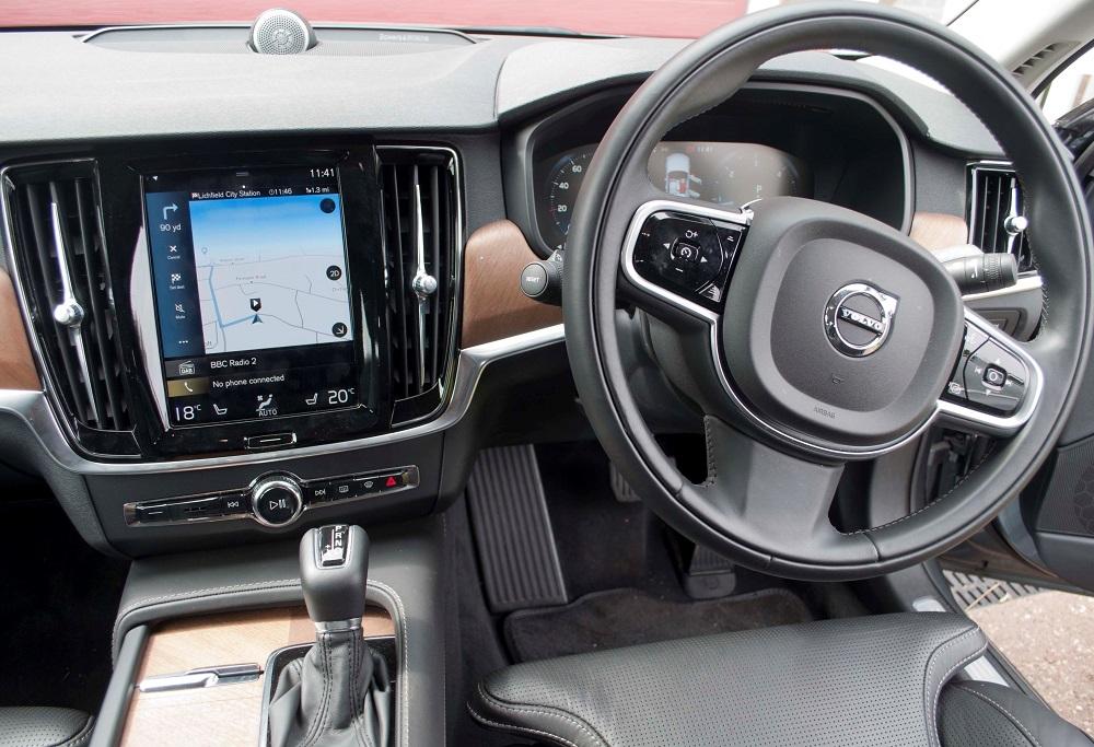 Volvo S90 Dashboard view