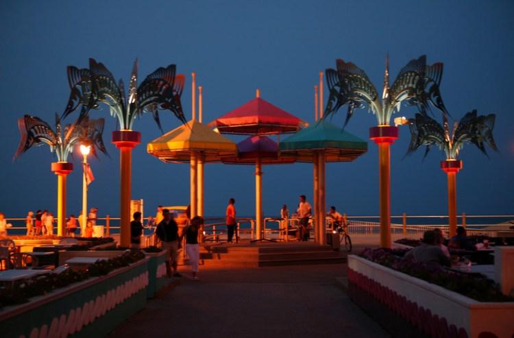 virginia beach boardwalk nightlife