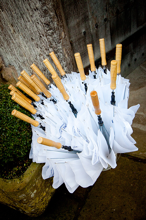 Umbrellas for Your Guests - Planning a Last-Minute Winter Wedding