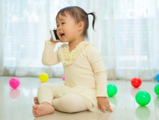 Mom Wisdom Monday: When Is Your Child Ready for His/Her Own Cellphone?