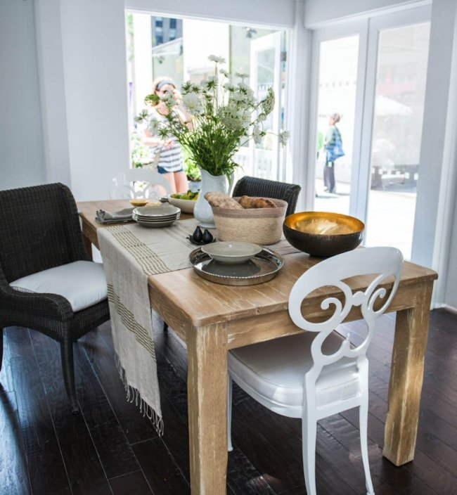 8 Tips for a Spotless Kitchen and A Welcoming Kitchen