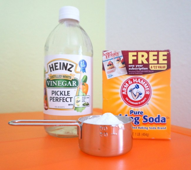 8 Tips for a Spotless Kitchen - Baking Soda and Vinegar