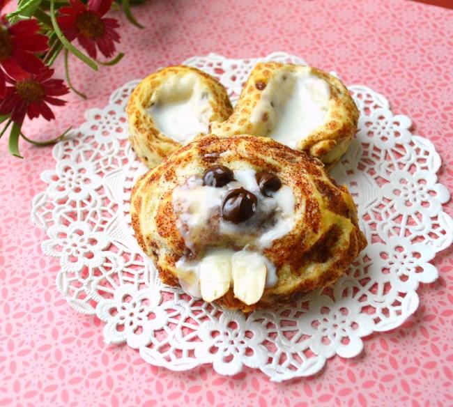 Week 166 Bunny Cinnamon Rolls from Joyful Home Making
