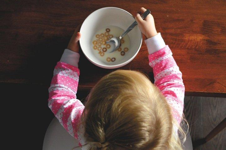 healthy breakfast cereals and porridge