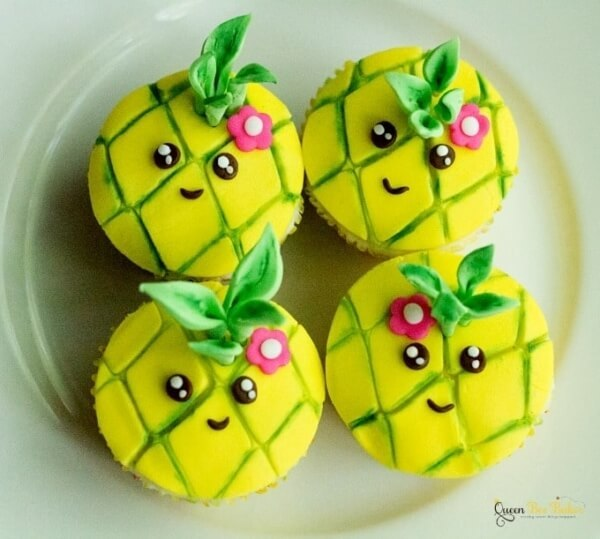 Week 191 - Pineapple Cupcake Tutorial from Queen Bee Baker