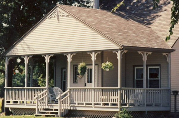 use of porch posts to create an inviting space