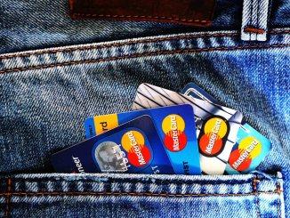 multiple credit cards in back pocket