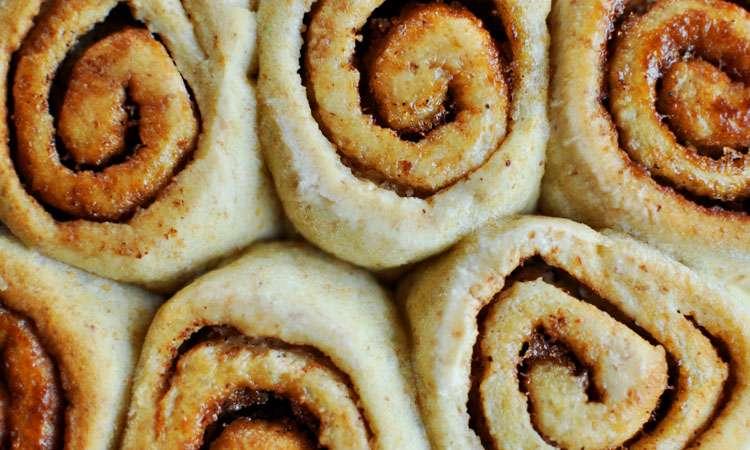 Sticky Cinnamon Buns >> Life In Limbo