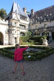 family-adventure- lifeinourvan - chateau engime - 1 (29)