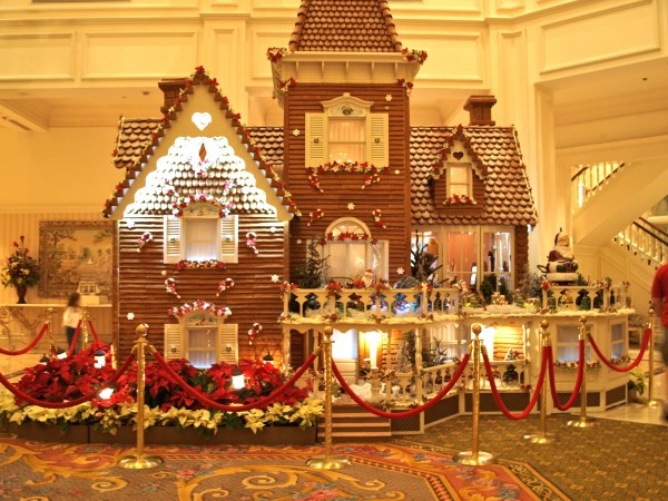gingerbread house disney