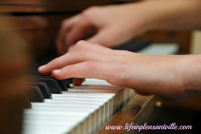 LIP top 10 arts-based extracurricular activities piano_lessons