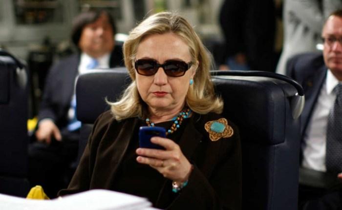 Hillary-Clinton-Blackberry-960x590