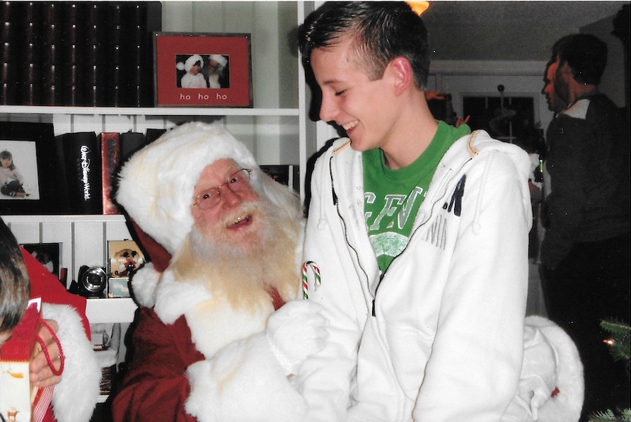 Believe Santa Claus, the teen doubts, but he believes in Santa Claus
