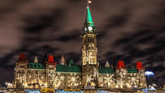 Christmas-Lights-Across-Canada1