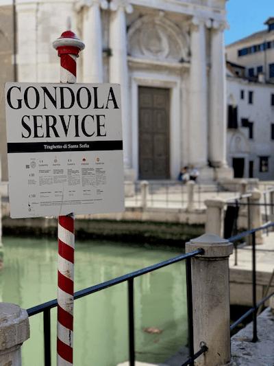 Go to venice for vacation, Gondola service