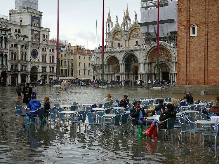 Venice really is sinking, St. Mark's Square under water, how soon will it sink, travel Tips for Venice, when to go