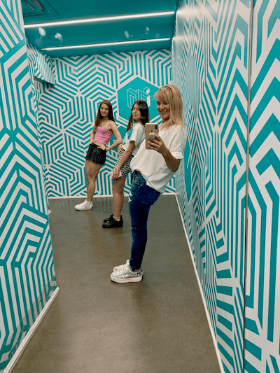 Toronto with Teens, Museum of Illusions, mirror selfie