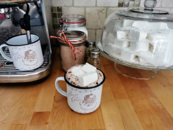 homemade marshmallows in hot chocolate