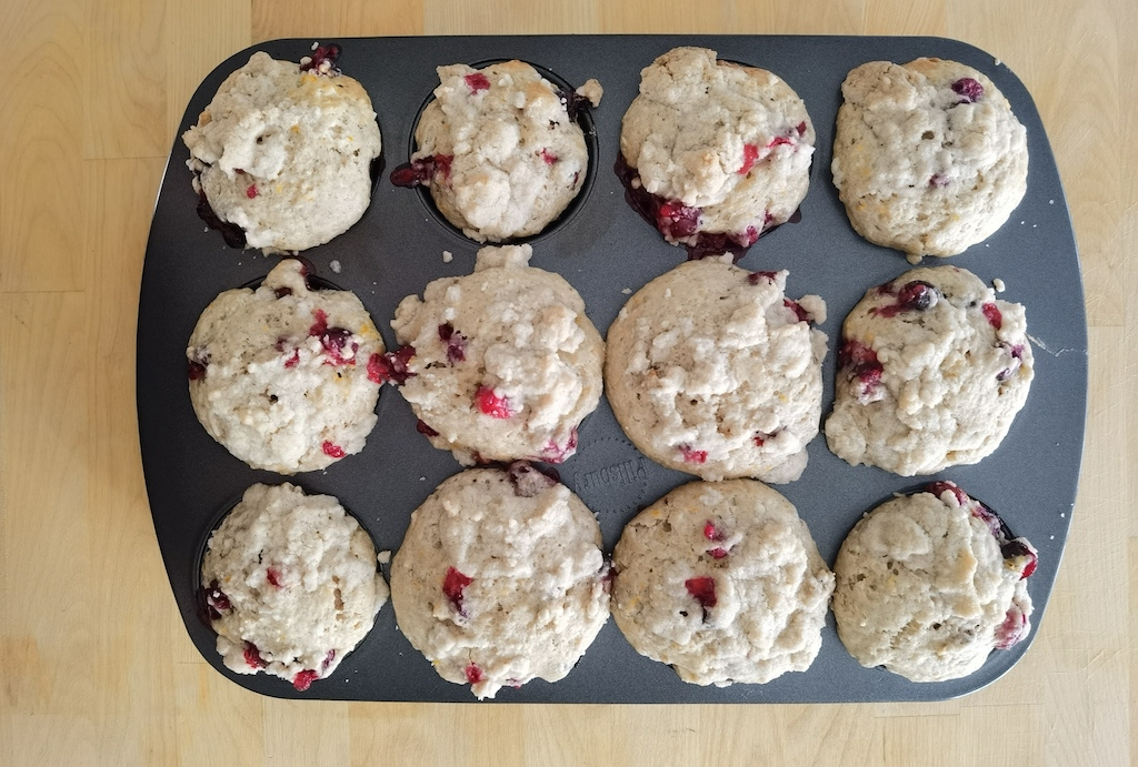 baked cranberry streusel muffins
