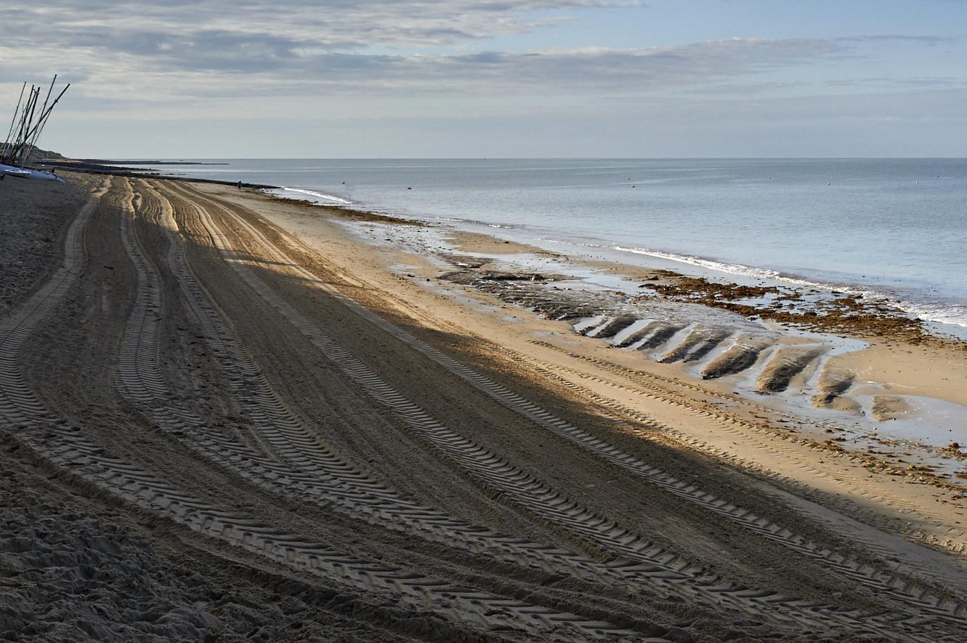 La plage ravagée par le nettoyage mécanique des algues vertes et la disparition rapide du sable