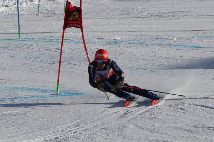 Federica Brignone in azione durante la Coppa del Mondo di Sci Alpino a Sestriere