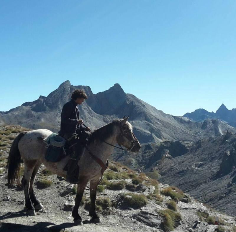 Edoardo Paolo Motta a cavallo. Il Cowboy di Genova.