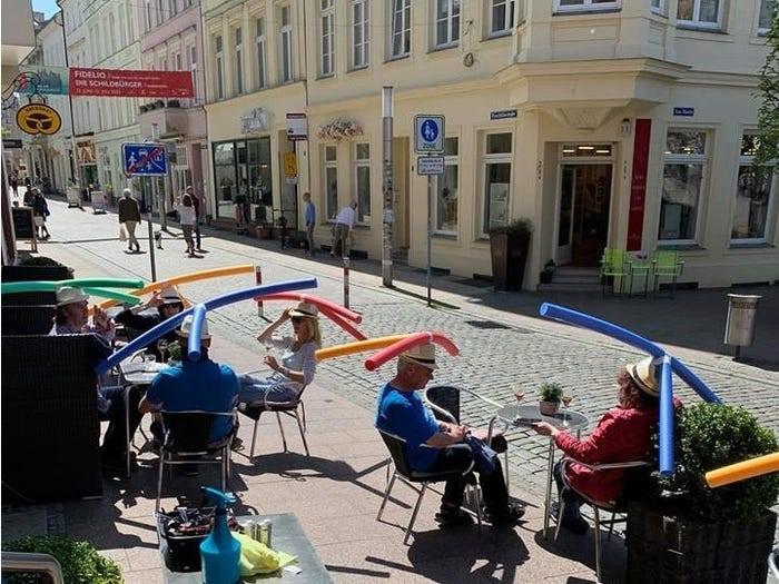 I clienti del Cafe & Konditorei Rothe a  Schwerin,