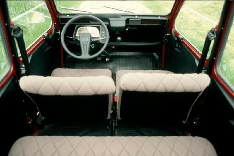 Nell'ottobre del 1980, al Salone di Parigi, Citroën presentò la 2 CV 6 Charleston.