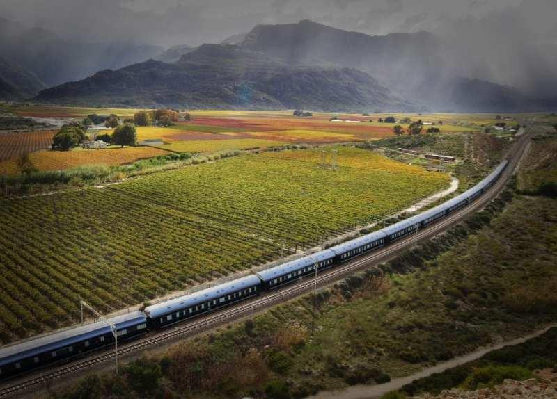 Safari, cultura, panorami incantevoli, spiagge, montagne, vigneti, treni di lusso di Rovos Rail e tanto altro ancora. Sudafrica