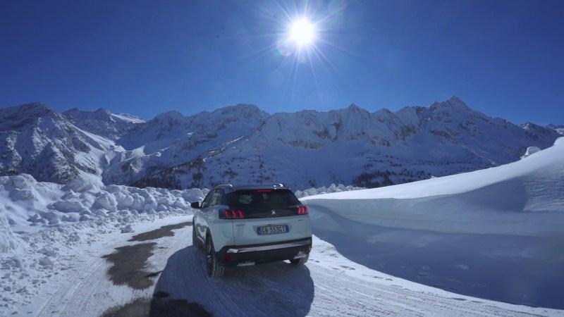 Il nuovo #Peugeot 3008, incarnazione della più recente evoluzione tecnica e stilistica del marchio del Leone, porta in dote anche il concetto di Power of Choice, ovvero la possibilità di sceglierlo in diverse alimentazioni, tra cui anche la tanto attesa motorizzazione plug-in hybrid che può anche esser scelta in configurazione a quattro ruote motrici. Si chiama HYBRID4 e vanta ben 300 CV complessivi che garantiscono prestazioni superlative a Nuovo 3008.