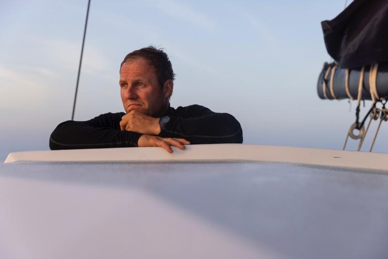 I leader allungano nel nuovo vento, ma davanti ancora arie leggere verso il finale di Genova