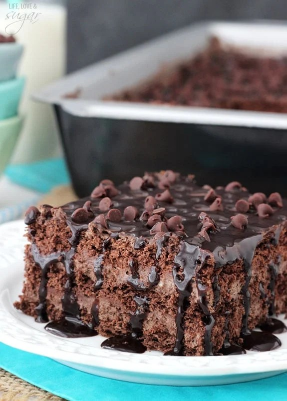 Death by Chocolate Icebox Cake - layers of chocolate ganache, chocolate mousse and chocolate graham crackers! Easy and no bake!