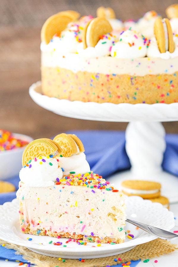 Amazing No-Bake Golden Birthday Cake Oreo Cheesecake Recipe