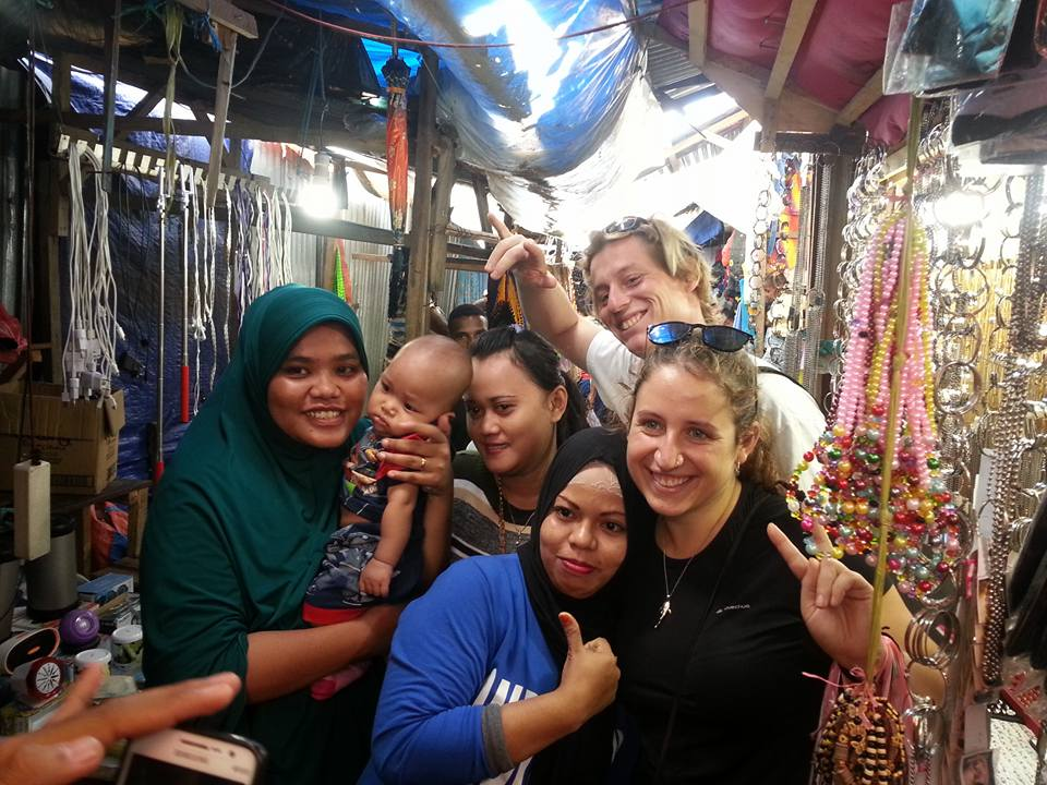 Making friends on the Sorong market is easy.