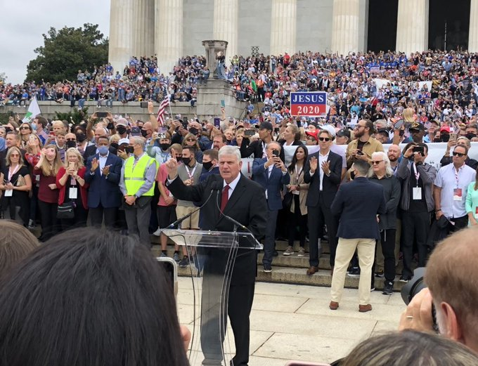 "Tens of Thousands of Christians Gather to Pray in Washington: ""We are One Nation Under God"""