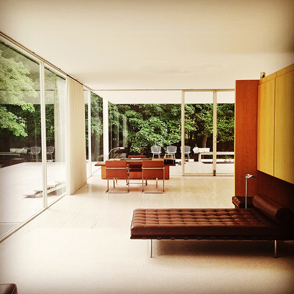 Mies van der Rohe Farnsworth House interior