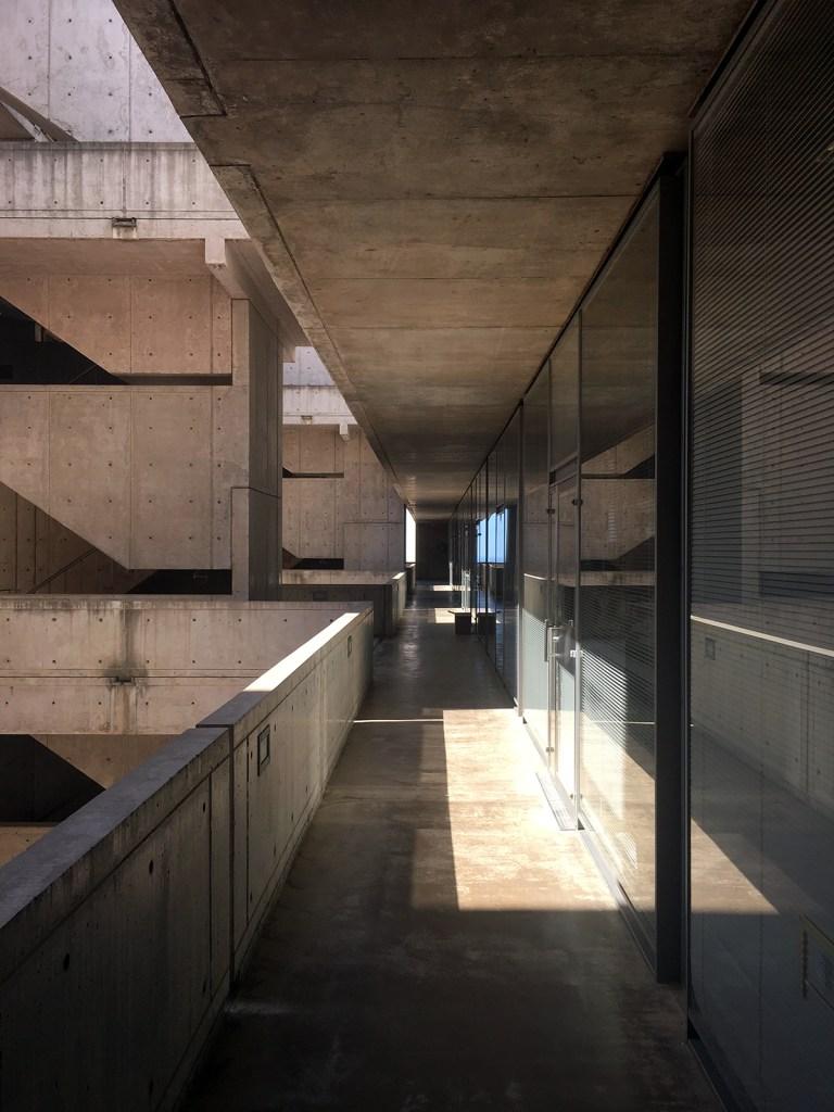 Salk Institute exterior ring labs 01