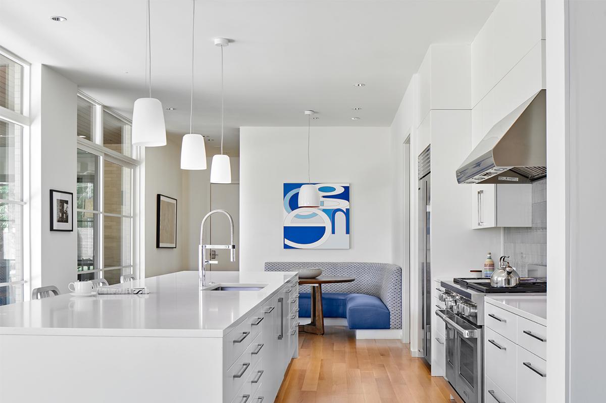 Large kitchen Island - Dallas Architect Bob Borson